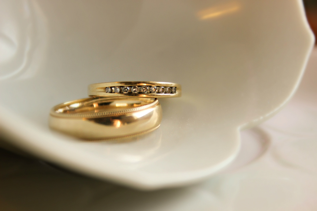 Wedding Rings in a Teacup by Silverleaf Photography Bend, Oregon